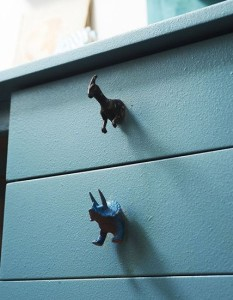 Ideias para decorar quarto infantil reciclando animais de plástico